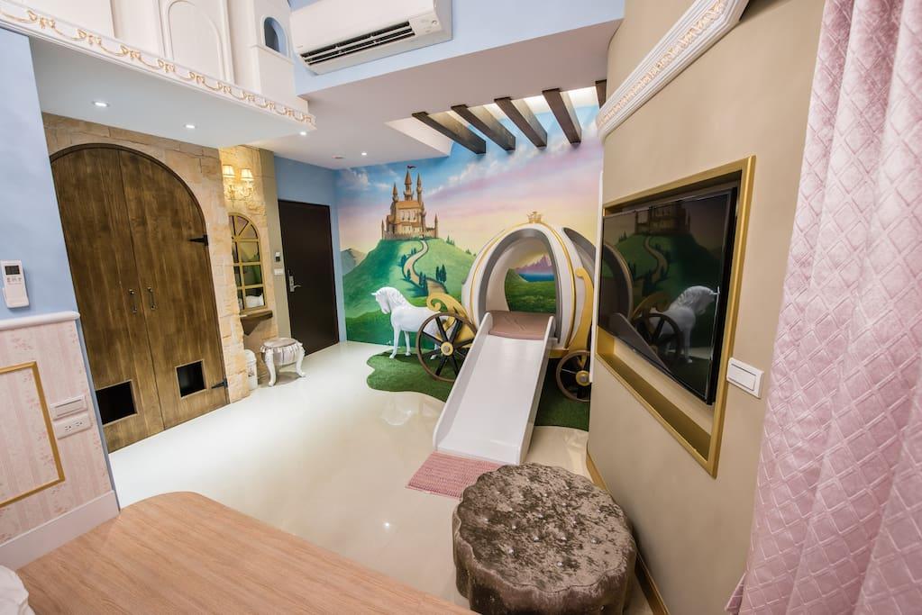 房內遊戲空間 Playground inside. 部屋に遊ぶ