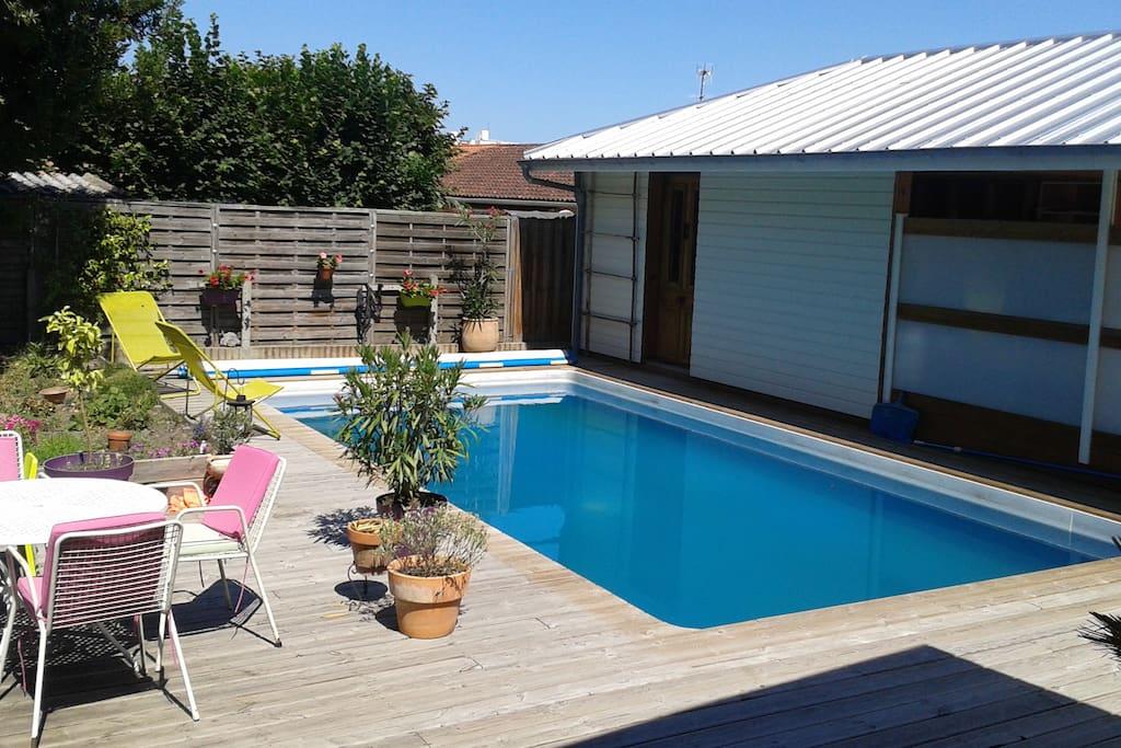 Maison familiale avec piscine houses for rent in pau for Piscine jardin pau