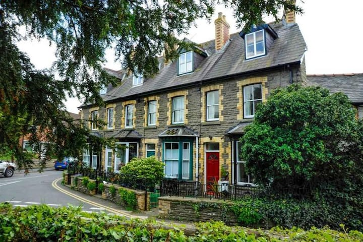 Cosy Victorian Cottage in Beautiful Hay-on-Wye. - Hay-on-Wye - Townhouse