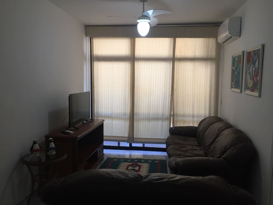 Sala de tv - com ar condicionado e ventilador de teto