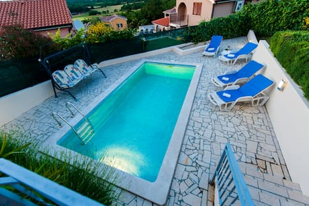 Bungalow with pool, stunning view - Bungalov