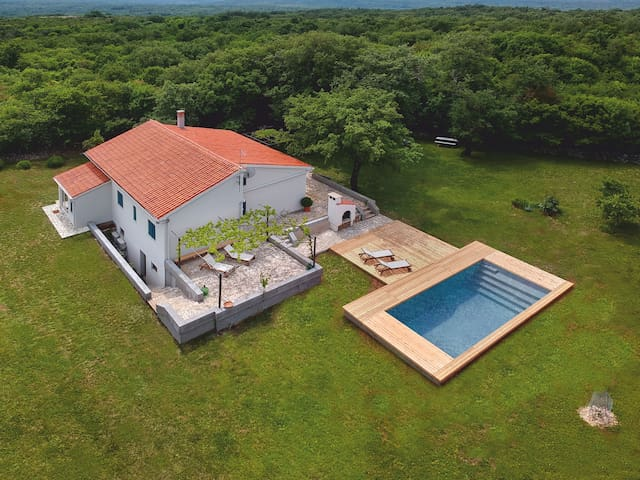 Beautiful holiday house with swimming pool