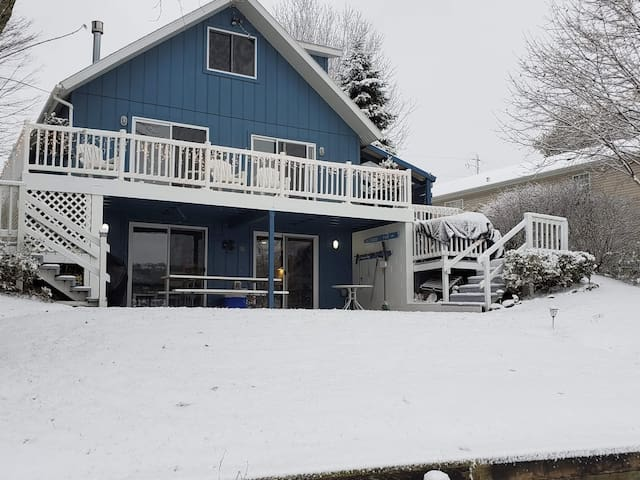Captains Lodge, hot tub, Year round family retreat