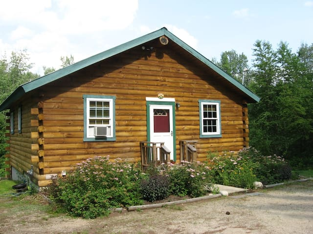 Secluded cabin at reasonable rates. - Brownfield - Sommerhus/hytte