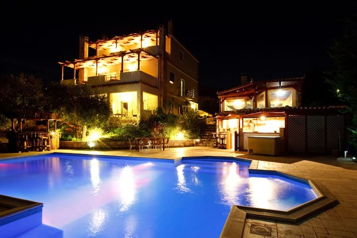 Double room-pool-family run Nafplio - Argolis - Bed & Breakfast