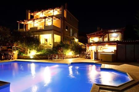 Double room-pool-family run Nafplio - Argolis - Oda + Kahvaltı