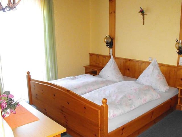 Pension Eichertstüberl (Furth im Wald), Doppelzimmer mit Balkon