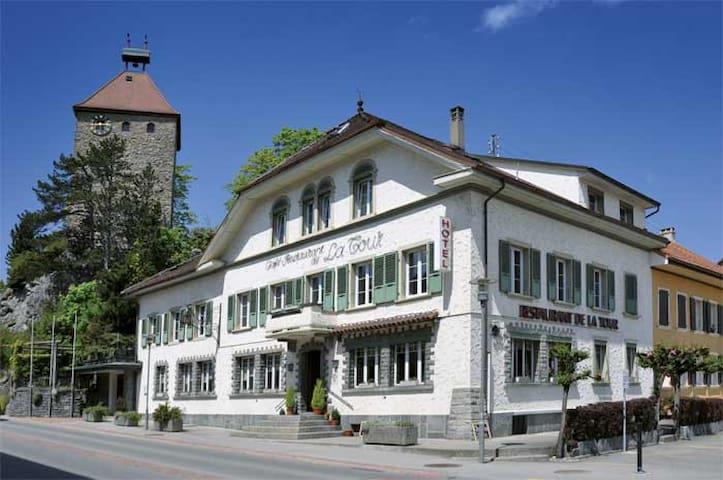 Hôtel de la Tour - La Tour-de-Trême - Appartement