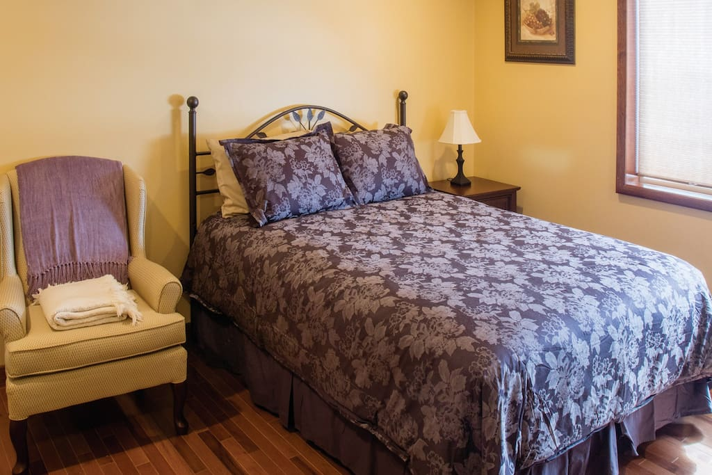 Queen size in the Tuscan Room