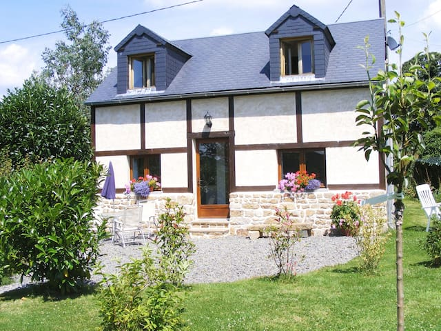 Le Gite a lovely cottage and heated swimming pool