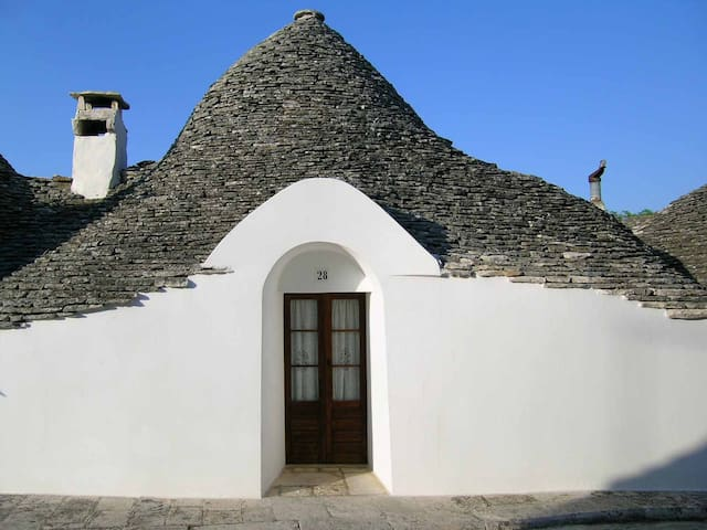 ENCHANTING TRULLO WITH GARDEN IN HISTORIC CENTRE - Alberobello - Casa