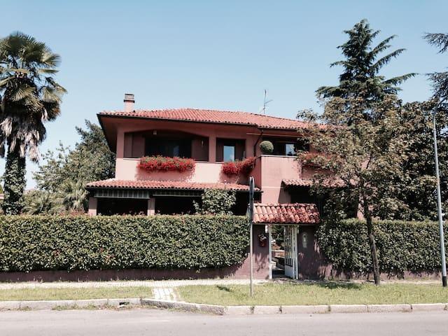 Flat w/ 3 rooms in Villa Isabella - Rozzano (MI)