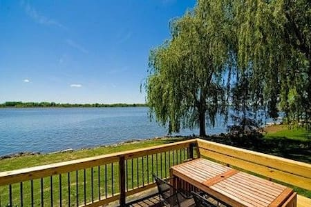 Waterfront 4 BEDROOM Three Miles from Cedar Point - Sandusky