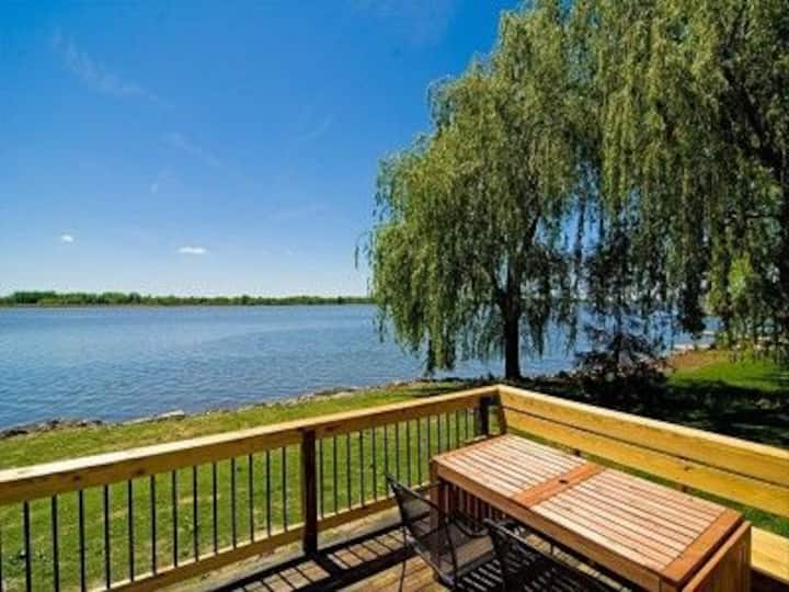 Waterfront 5BD Great Fishing Off Dock at property