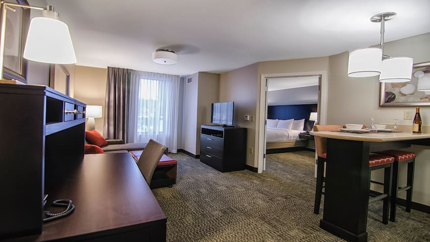 King Suite. Free Breakfast Buffet. Downtown Marquette. Great for Business Travelers!