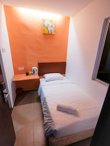 Colour Hotel-Single Room - Gelugor