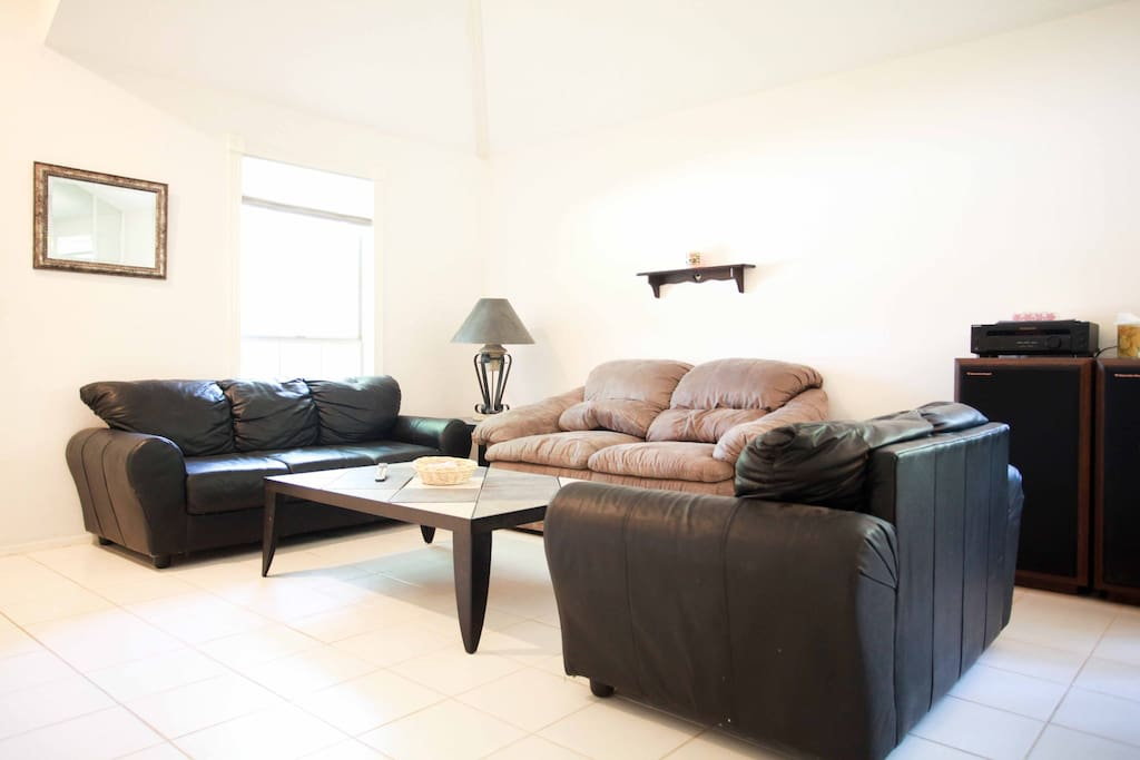 Relaxing room 25 mins from Downtown