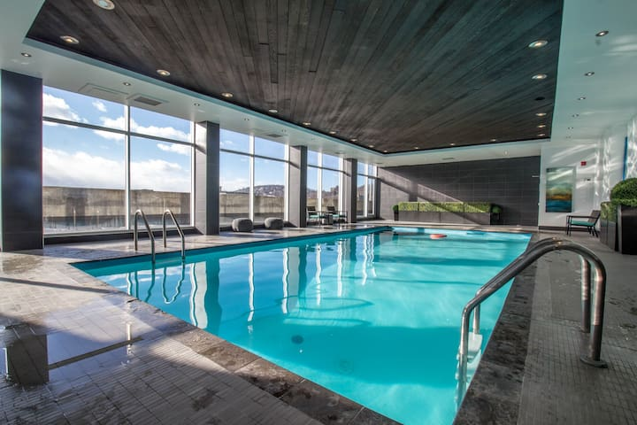 20th Floor Condo Downtown + Pool, Sauna, Gym