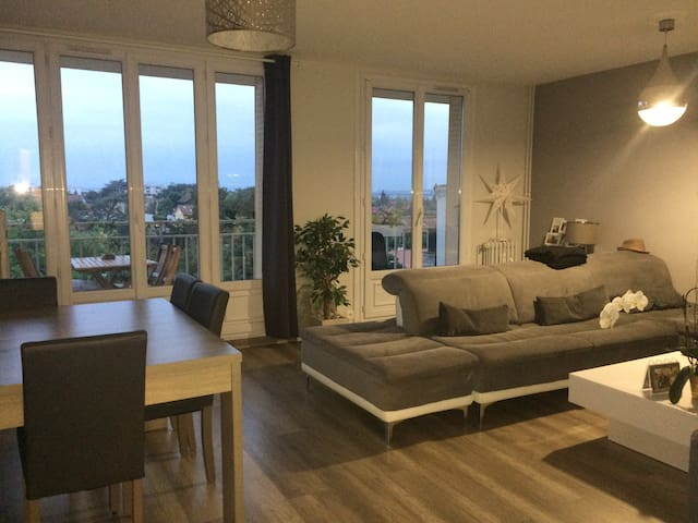 APPARTEMENT A 5 MINUTES DE LYON SANS VIS A VIS - Caluire-et-Cuire - Apartment
