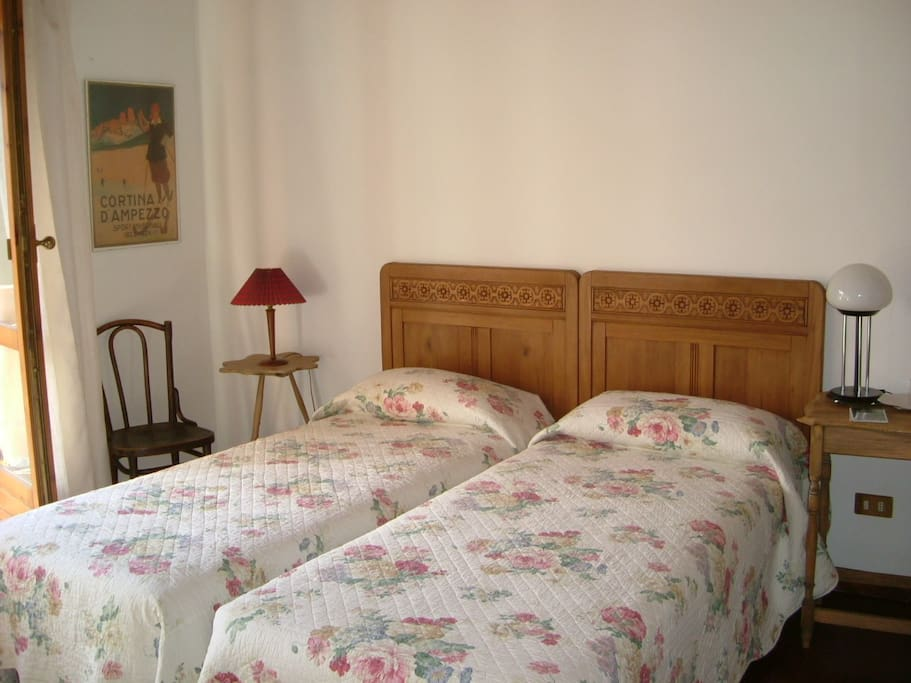 Camera doppia con balcone . Double room with balcony on the first floor. sq,m 14.40