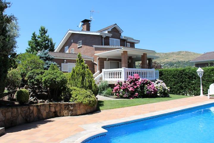 Stunning Villa In Sierra De Madrid