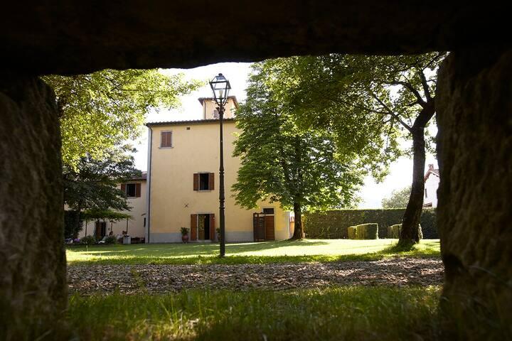 palazzo gatteschi dimora storica immersa nel verde - Poppi - Villa