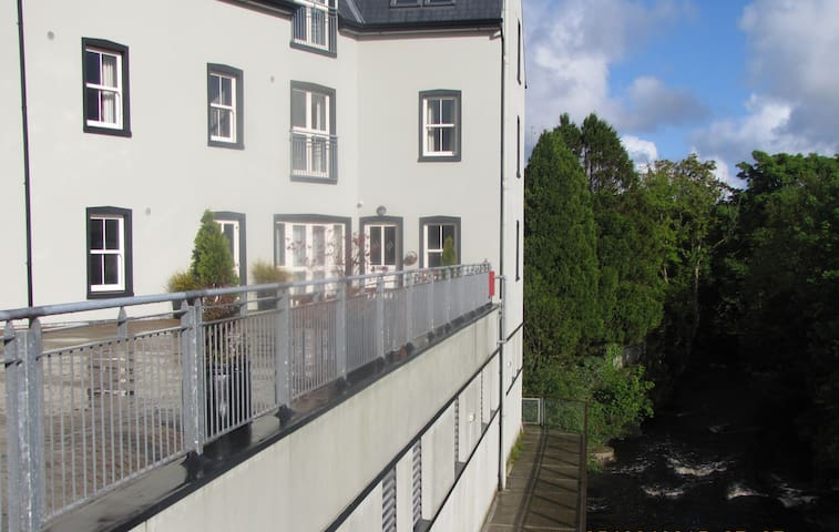 Modern Riverside apartment in Ardara