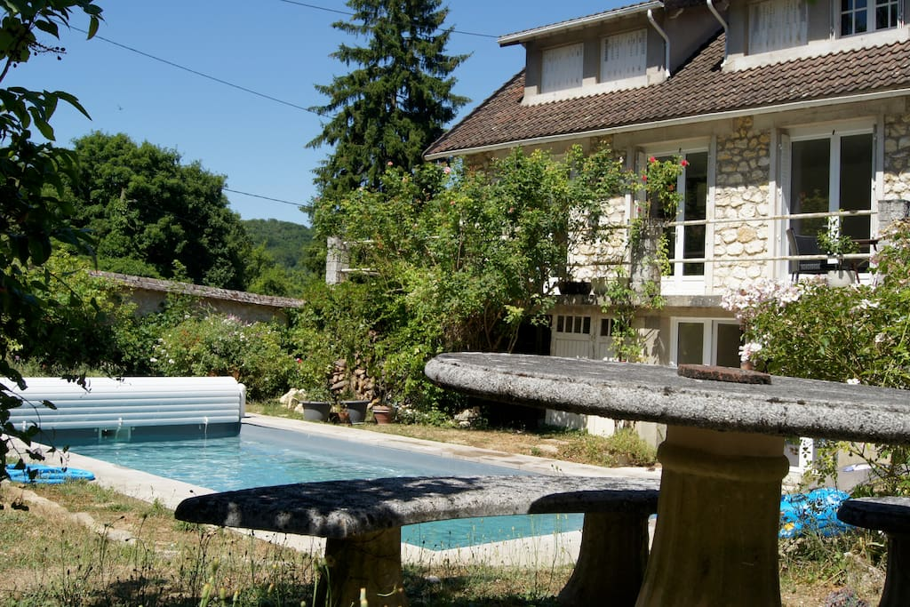 Maison au calme avec piscine houses for rent in thomery for Restaurant avec piscine ile de france