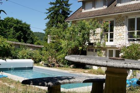 maison au calme avec piscine - Thomery