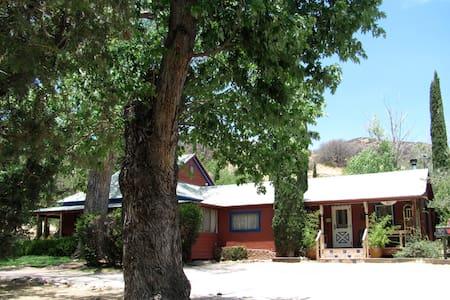 Gardens at Mile High Ranch Apt.6 - Bisbee
