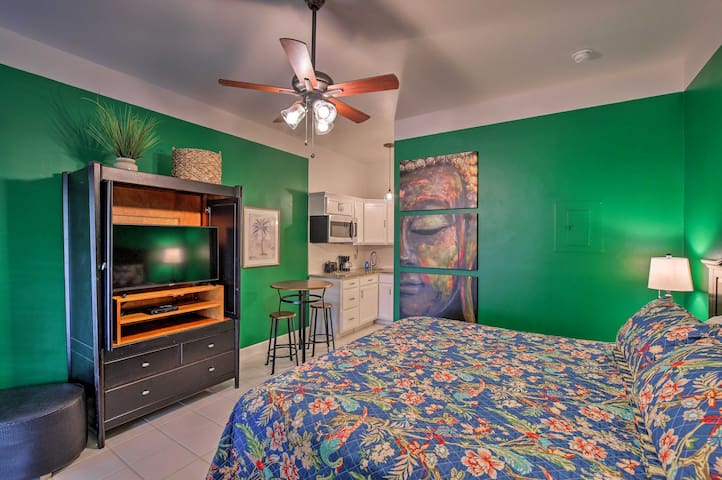 NEW! Vibrant Naples Studio w/ Pool Access & Porch!