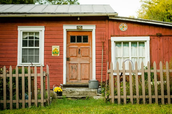 Common Ground Farm & Retreat- Sunflower Room
