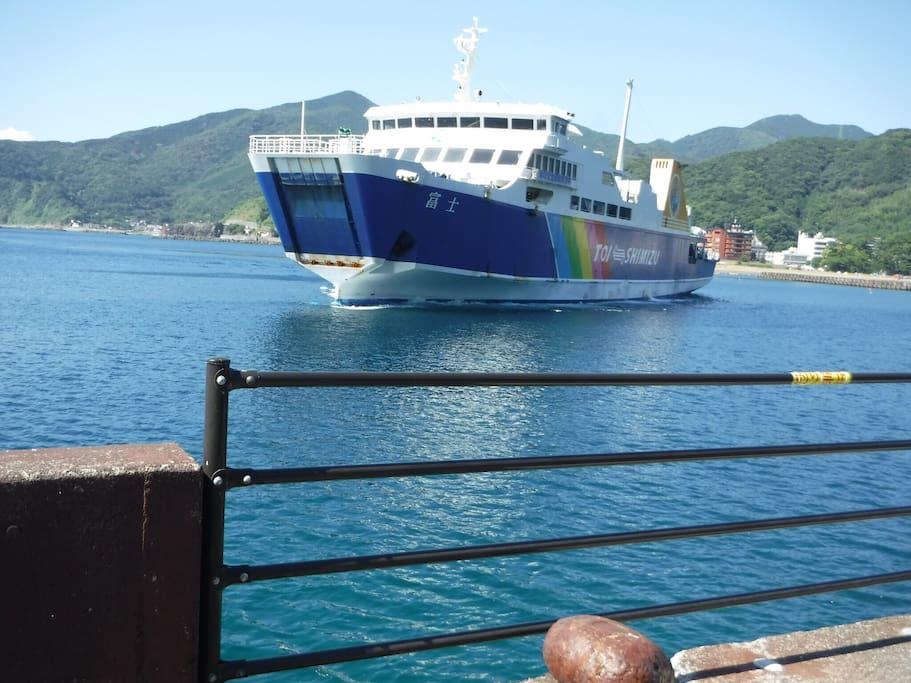 フェリーで富士山きれいに見えます  清水港→土肥港 フェリー60分  土肥港より徒歩15分