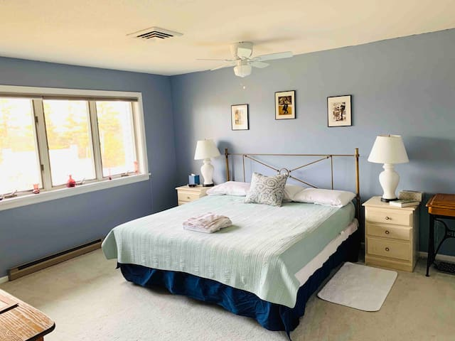 Spacious Lakeview Condo with Porch, Pool,Tennis Ct