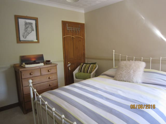 Charming Double Room With Large En - Suite - Drayton - Huis