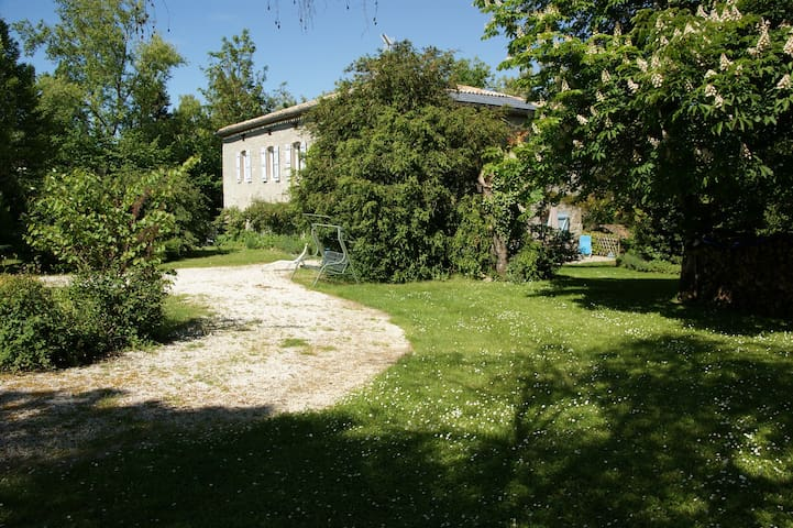 Chateau de Cartou,  rust en ruimte - Durfort-Lacapelette