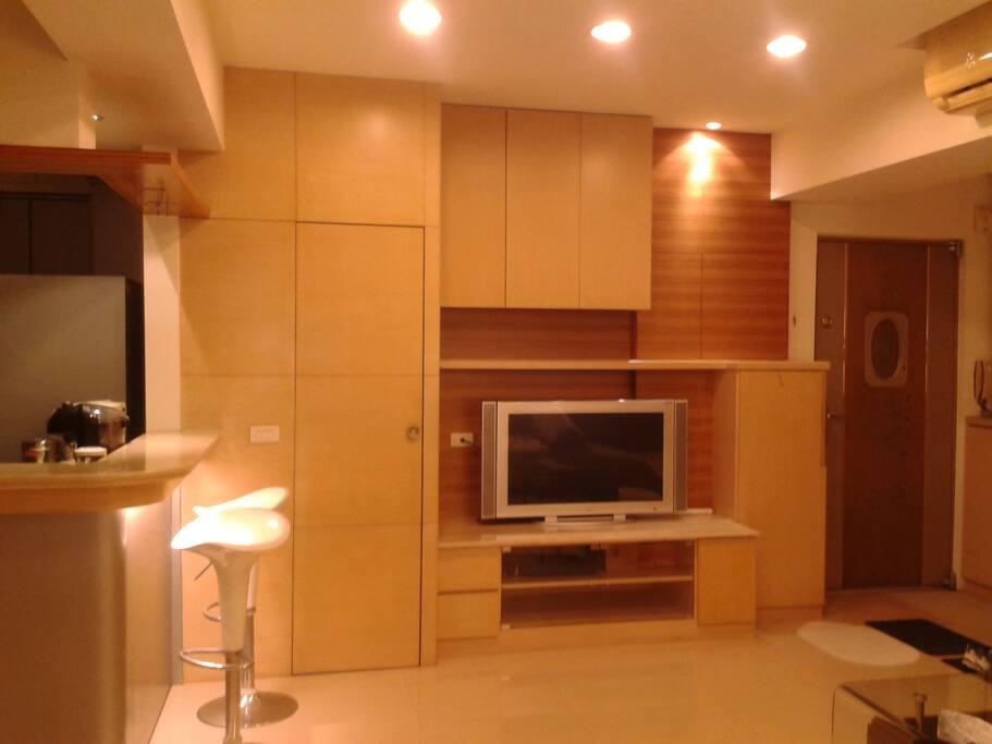 Modern & spacious living room