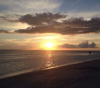 Hideaway With Unlimited Sunsets and Relaxation - Saint Pete Beach - 獨棟