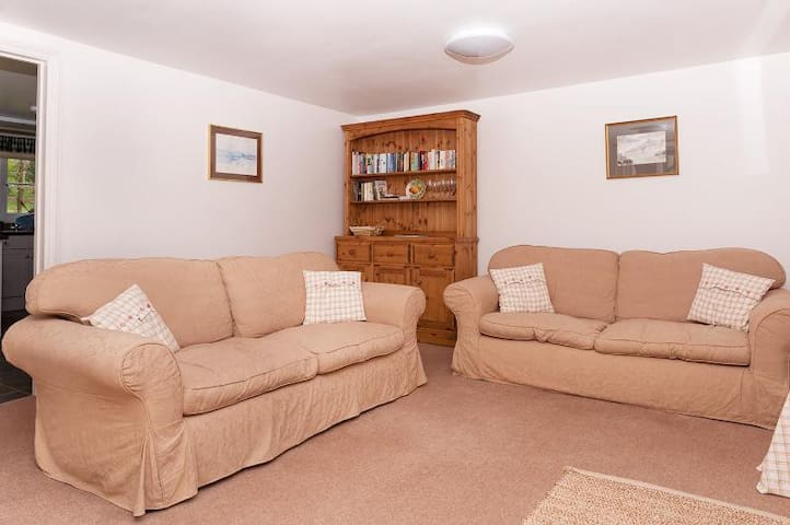 Lovely self-catering cottage in Ibberton, Dorset