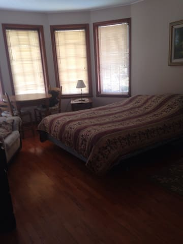 Clean home, pool, parking - Beaconsfield - Huis