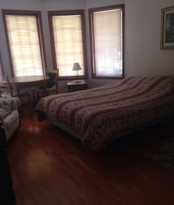 Clean home, pool, parking - Beaconsfield