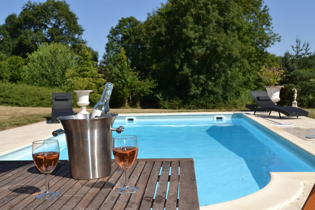 Bottle of wine ready at the pool at your arrival
