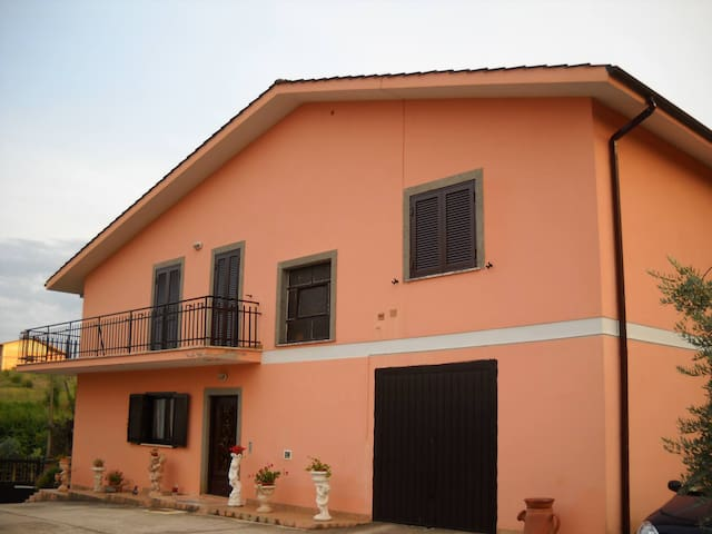 Affittasi casa in campagna nelverde - Velletri - Casa