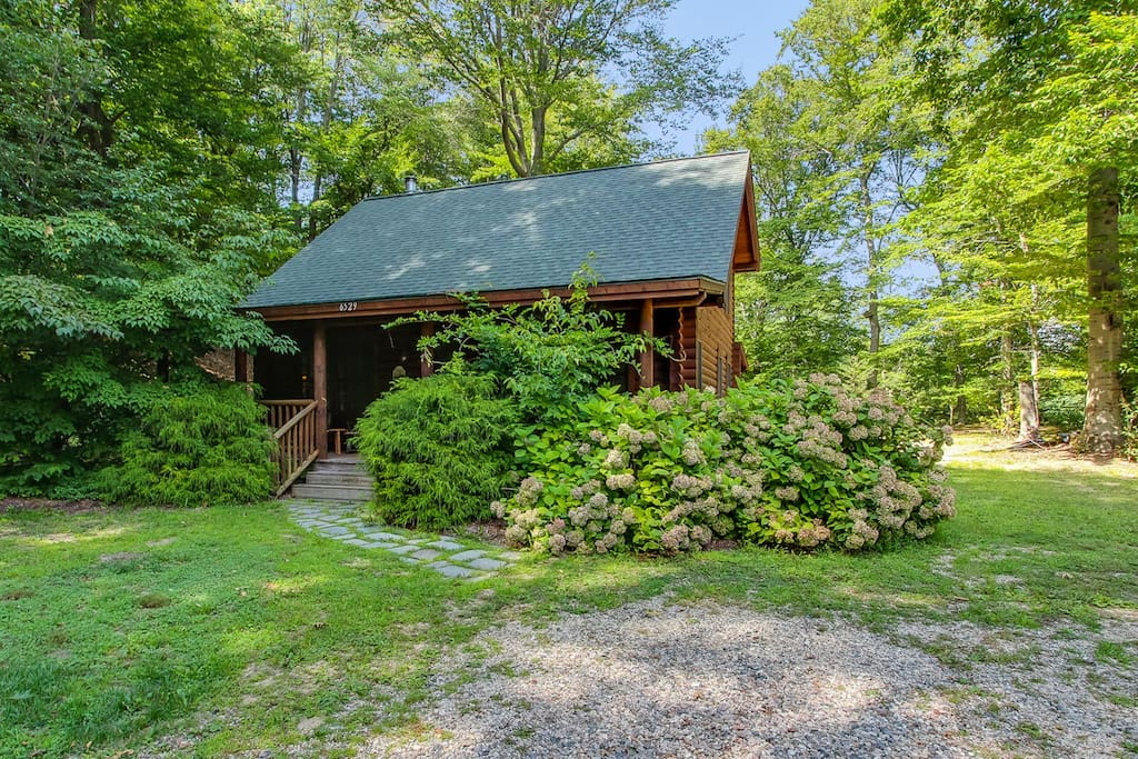 This home is just a short walk to the spring-fed Goshorn Lake.
