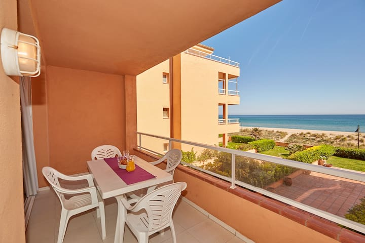 Apartment with garden & pool - First line Pals beach (GM 2H 421)