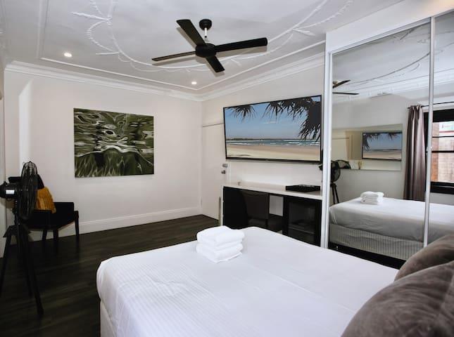 Lux & Quiet Apartment in Potts Point