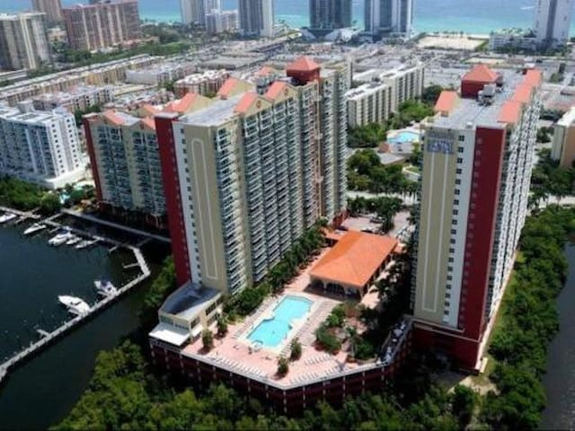 1 Bedroom Apartment walk Beach!!! - Sunny Isles Beach