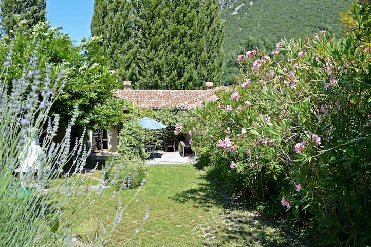 beautiful house in the nature - Ponte Santa Lucia -frazione di Foligno - Huis