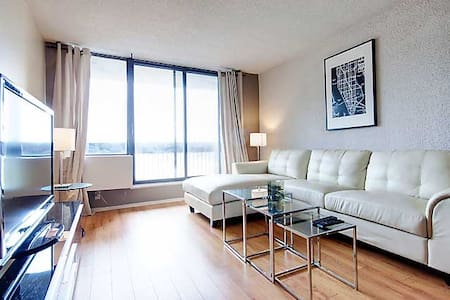 ONE BEDROOM FACING THE MONT-ROYAL
