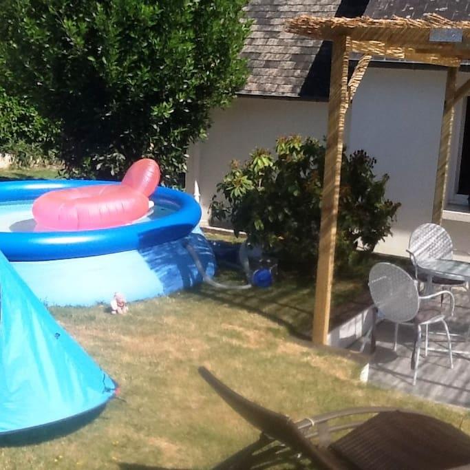 Petite piscine idéale pour de jeunes enfants.